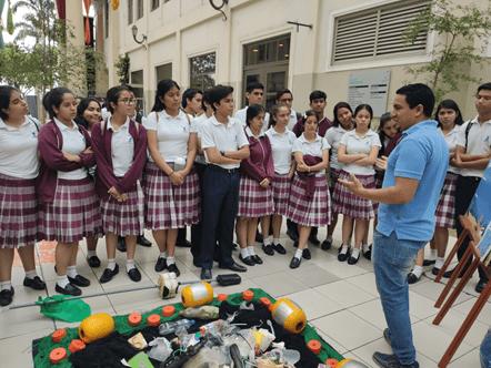 El Blgo. Daniel Laaz, expuso ante los alumnos del colegio La Asunción la gravedad de la contaminación por plástico en nuestros mares.