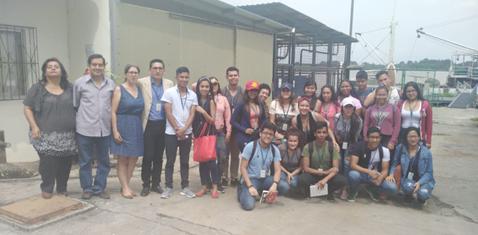 Estudiantes de la Universidad Laica Eloy Alfaro de Manabí durante su visita en el INP.