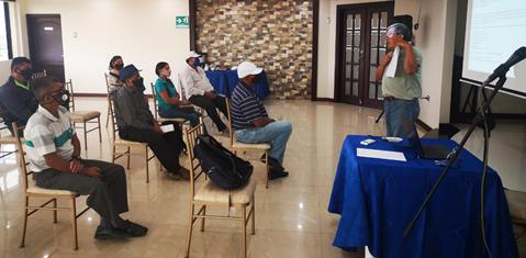 Participantes de la V reunión de coalición de cangrejeros del Golfo de Guayaquil  y la Coalición de concheros de El Oro