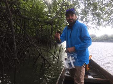 """""""La conservación de los recursos pesqueros es un desafío complejo y su éxito está generalmente determinado por factores sociales, económicos y de los entes de control. Por eso, la fortaleza de estas investigaciones es que implican a varios especialistas en diferentes componentes y cuentan, muy especialmente, con la participación de los pescadores artesanales"""" explica el biólogo marino Nikita Gaibor, director de las investigaciones."""